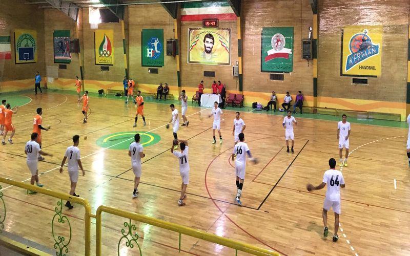 تیم هندبال مس کرمان عصر روز پنجشنه بازی رفت خود در مرحلهی نیمهنهایی رقابتهای لیگ برتر کشور را در کرمان برگزار میکند.