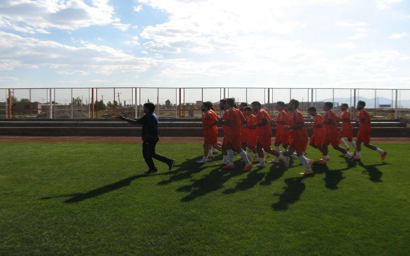 تیم فوتبال مس کرمان که دومین مرحلهی اردوی آمادهسازی خود را در کرج برپا کرده است، عصر امروز اولین بازی تدارکاتی خود را برگزار خواهد کرد.