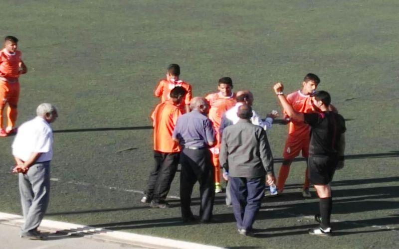 جوانان مس که در ورزشگاه سلیمیکیا کرمان میزبان تیم سپاهان بودند، با گلهایی که در دقایق 20 و 80 از حریف خود دریافت کردند با حساب دو بر صفر بازی را واگذار کردند.