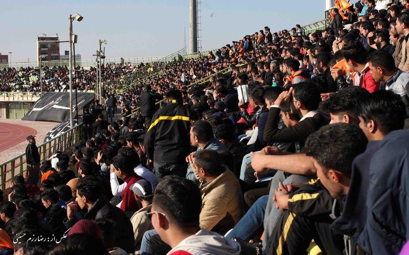 حاشیههای بازی مس و ملوان/سنگ تمام هواداران مس برروی سکوهای باهنر