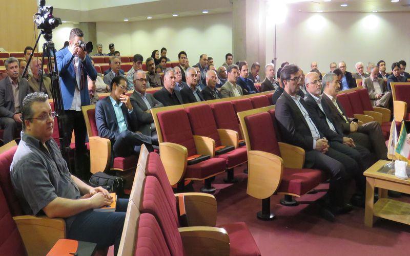 تقدیر از مدیر عامل باشگاه مس کرمان در جشن فرهنگستان فوتبال