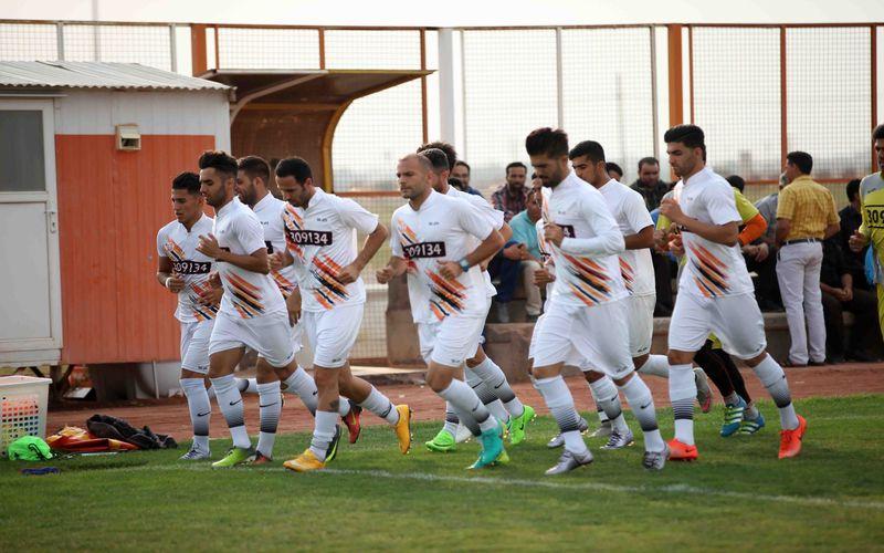 دو تیم که در رقابتهای لیگ دسته اول کشور نیز در هفتهی هشتم به مصاف هم خواهند رفت، این بازی دوستانه را ساعت 18 عصر امروز چهارشنبه برگزار خواهند کرد.