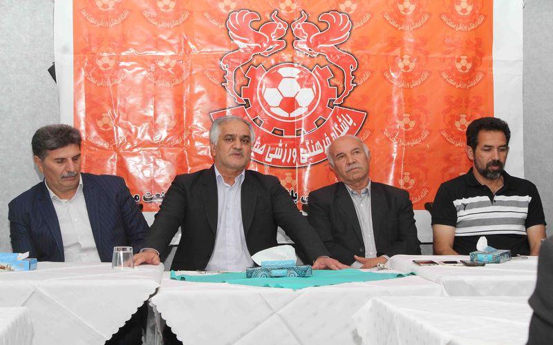 نشست مدیرعامل باشگاه مس با مربیان و سرپرستان تیمهای فوتبال باشگاه