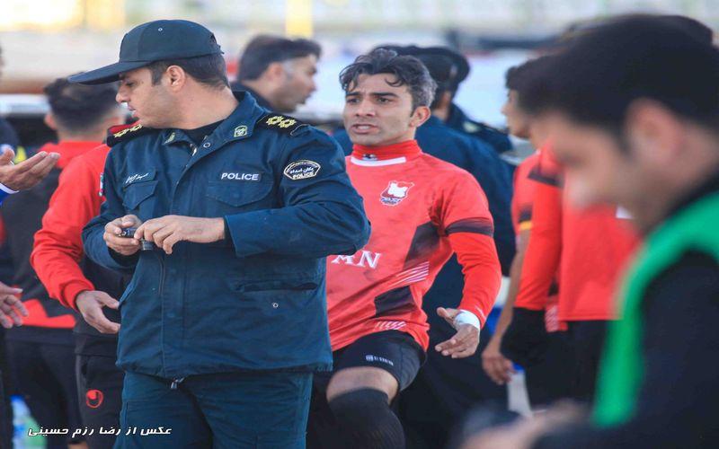 تصویر لگد بازیکن ایرانجوان به مامور نیروی انتظامی(عکس)