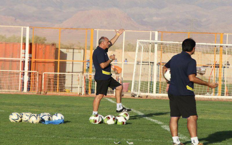 تبریک سال نو میلادی به مربی صربستانی تیم فوتبال مس