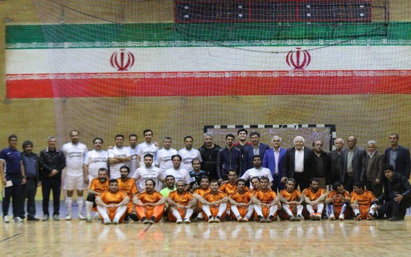 جشن فوتبالی باشگاه مس کرمان/باباها پا به توپ شدند!(عکس)