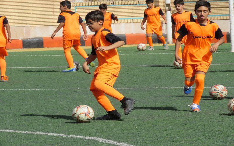 آغاز به کار مدرسه فوتبال مس(عکس) ثبت نام ادامه دارد