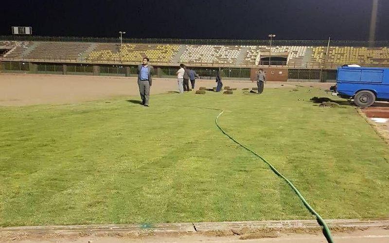 آغاز روند انتقال چمن به ورزشگاه باهنر کرمان(عکس)