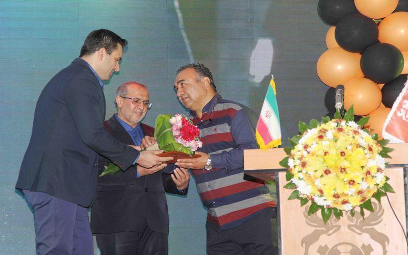 لقب شهروند افتخاری کرمان، رسما به نادر دستنشان اهدا شد