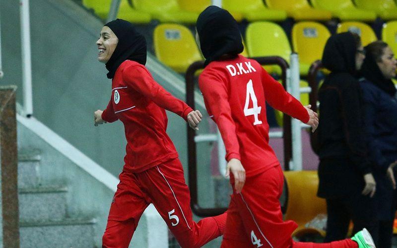 پیروزی قاطع فوتسال دختران کویر مس در ساری
