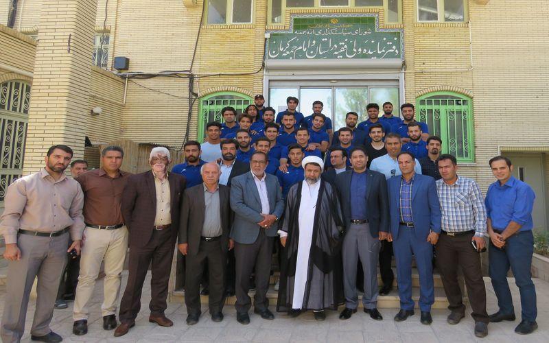 دیدار مقامات و بازیکنان تیم فوتبال مس کرمان با امام جمعه کرمان(عکس)