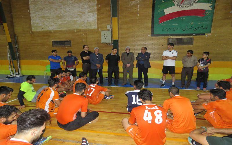 بازدید مقامات باشگاه از تمرینات هندبال/امید به افتخارآفرینی هندبال(عکس)