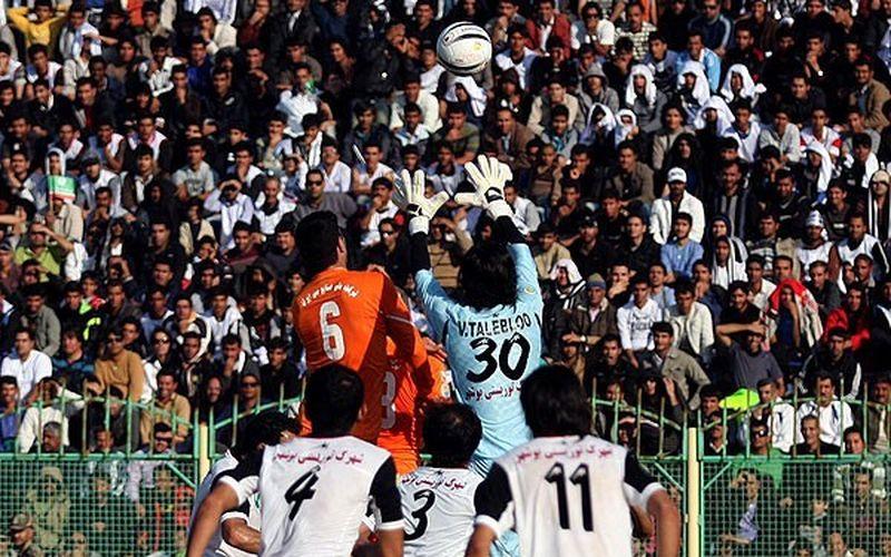 تیمهای فوتبال مس کرمان و شاهین بوشهر پس از سالها دوری مجددا در رقابتهای لیگ یک این فصل کشور به مصاف یکدیگر میروند.
