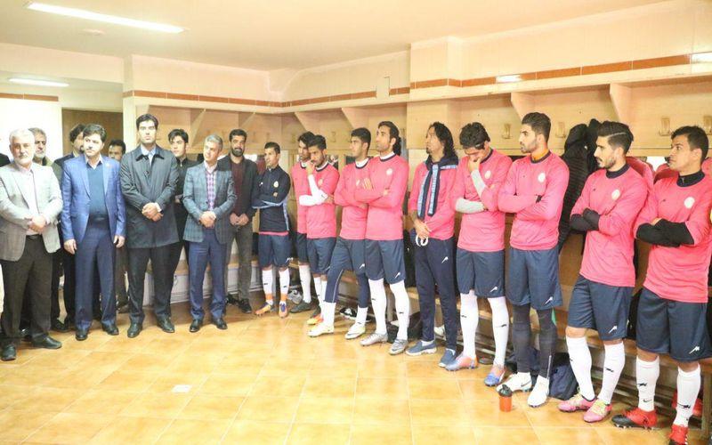 حضور شهردار، اعضای شورای شهر و مدیر کل ورزش و جوانان استان در تمرین تیم مس(عکس)