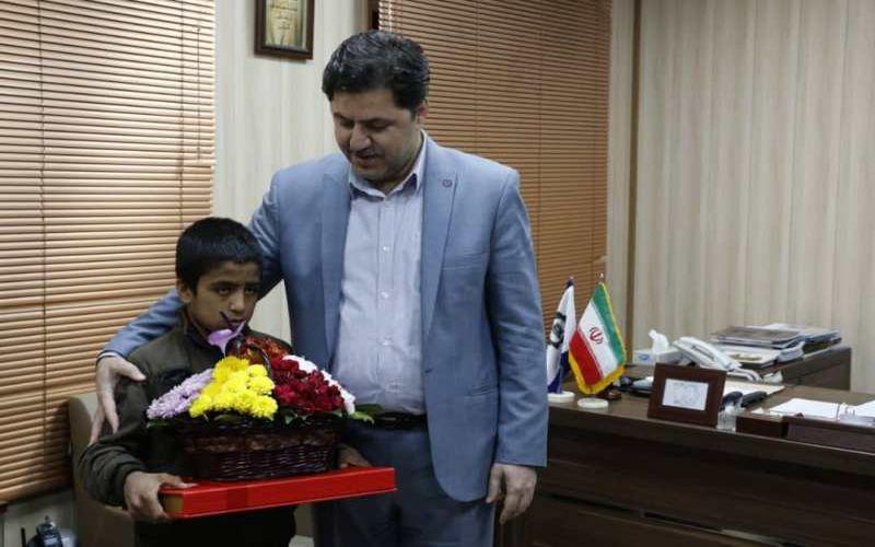 تکریم و دلجویی از کودکان کار با همکاری باشگاه مس و شهرداری کرمان پیش از بازی با گلگهر