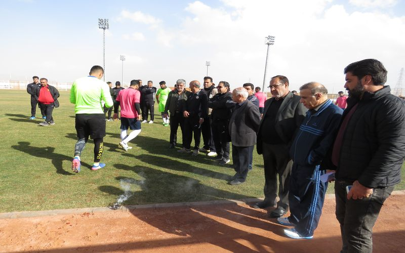 حضور مدیرعامل باشگاه مس در کنار بازیکنان تیم فوتبال(عکس)