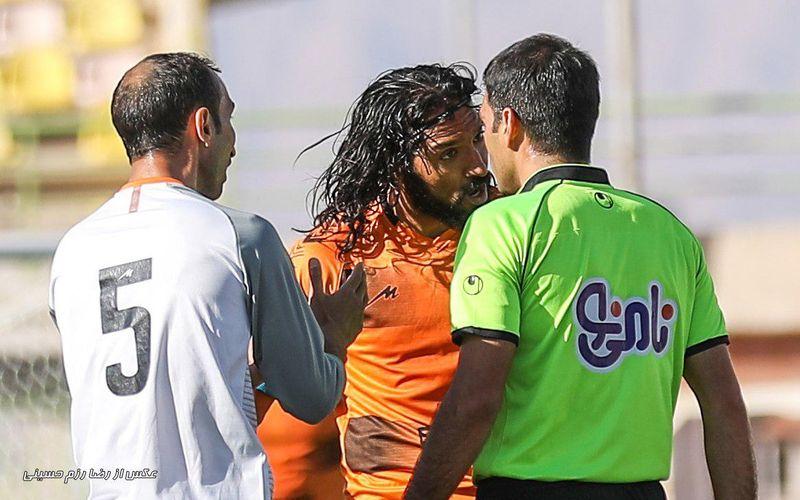 در همه سال های اخیر حجم بالای اشتباهات داوری در مسابقات فوتبال ایران سبب شده است که تیمها بیشتر از ترس اتفاقات فنی مسابقه، واهمه سوت های داوران را داشته باشند که برروی اتفاقات بازی و نتیجه آن اثر مسقیم دارد.