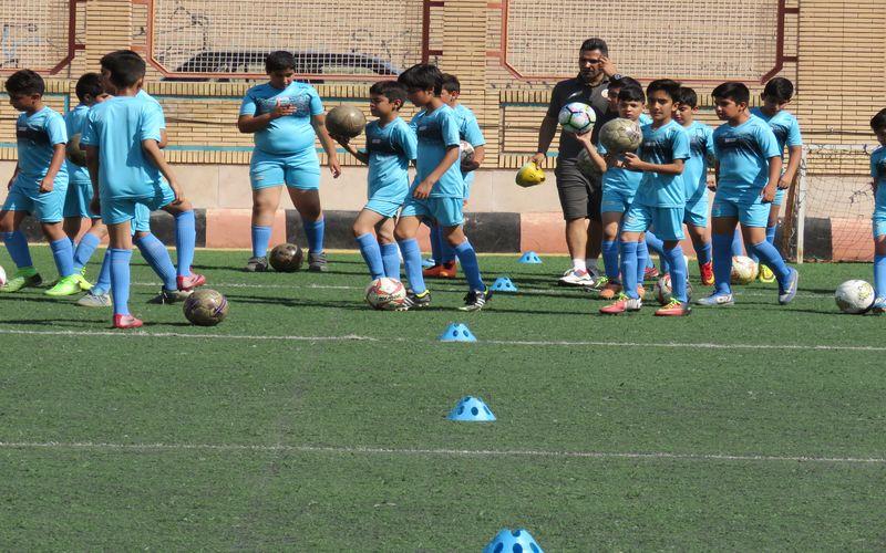 شور و نشاط و استعدادیابی در مدرسه فوتبال باشگاه مس در ترم تابستان(عکس)