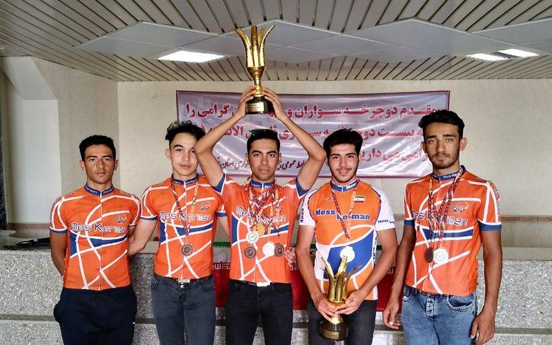 جام و مدال های زرین بر رکاب دوچرخه سواران جوان مس