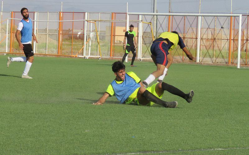 تلاش فوتبالیست های کرمانی در دومین روز از تست گیری بزرگسالان مس(عکس)