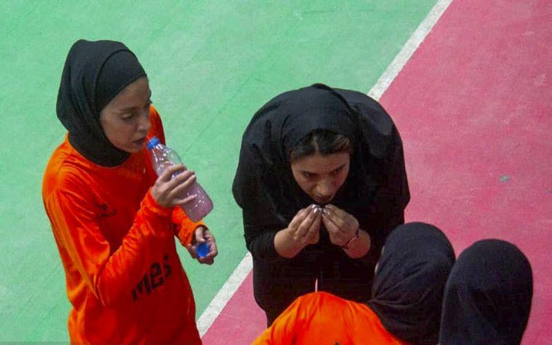سرمربی فوتسال دختران مس: از عملکرد نیم فصل اول تیم راضی هستم/به قرعه کشی مجدد معترضیم