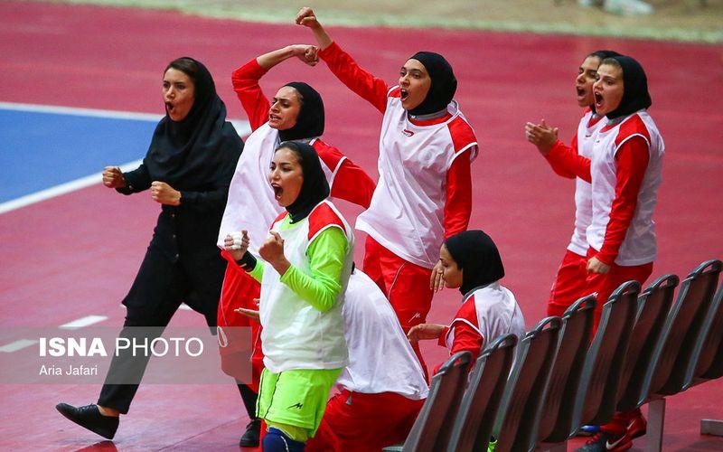 اصفهان محل پیروزی دختران فوتسال مس و شکست بسکتبالیست ها