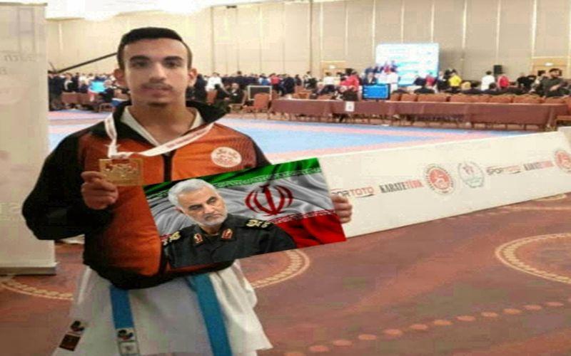کاراته کا باشگاه مس در ترکیه مدال خود را با تمثال شهید سلیمانی دریافت کرد