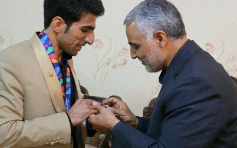 خاطره  مدیر عامل باشگاه مس از شهید سلیمانی/سرداردل ها جوانمردی رابه ما ورزشکاران آموخت