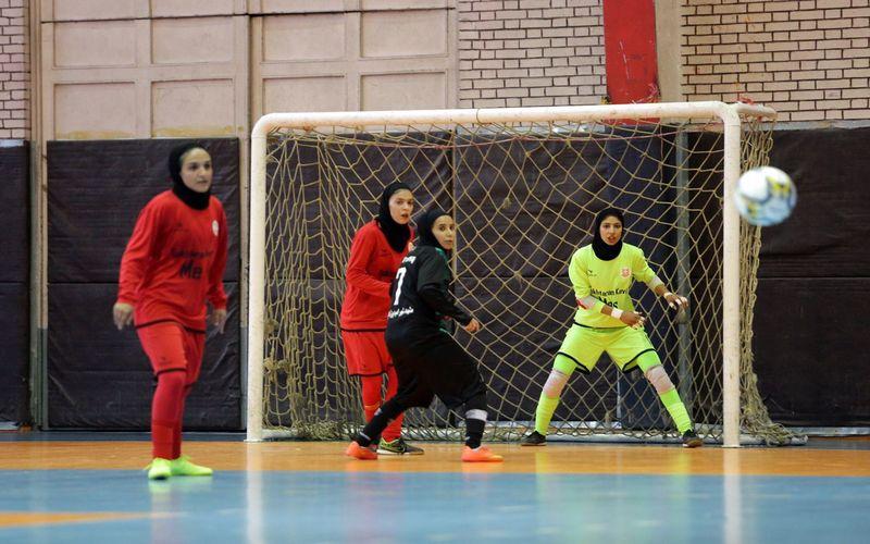 سه فوتسالیست دختران مس در تمرینات تیم ملی برای بازی با روسیه