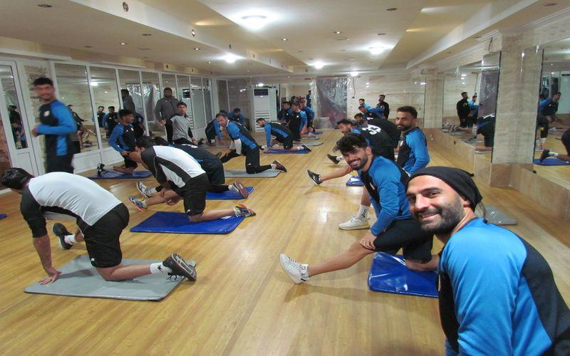 تمرینات تیم فوتبال مس در تهران برای بازی با خوشه طلایی(عکس)