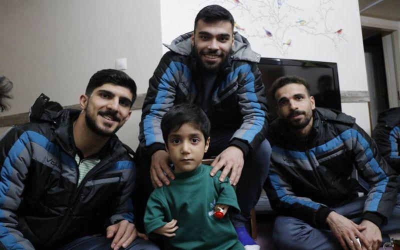 بسکتبالیست های مس کرمان در میان کودکان آشیانه علی(ع)(عکس)