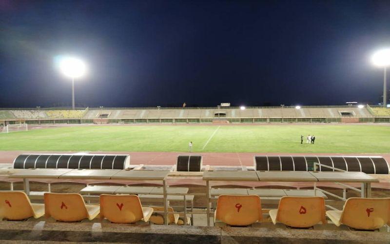 بررسی نور ورزشگاه باهنر کرمان برای میزبانی از بازی های مس در شب(عکس)