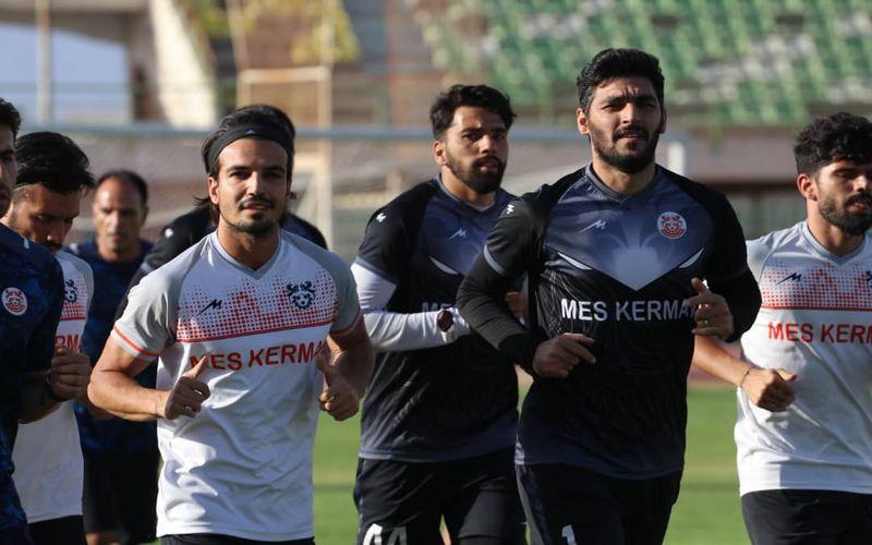 ادامه تمرینات تیم فوتبال مس در کرمان