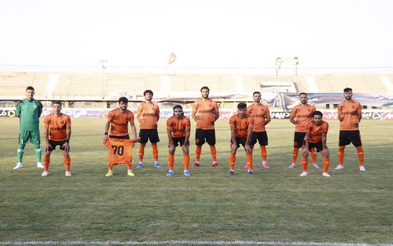 عکس نگاری از حواشی ال مسینو/ماسک...الکل...و توپ فوتبال!