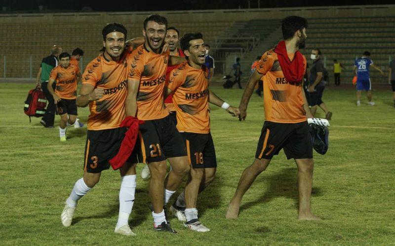 حاشیه های بازی استقلال خوزستان و مس/غیرت برای شکست میزبان شکست ناپذیر