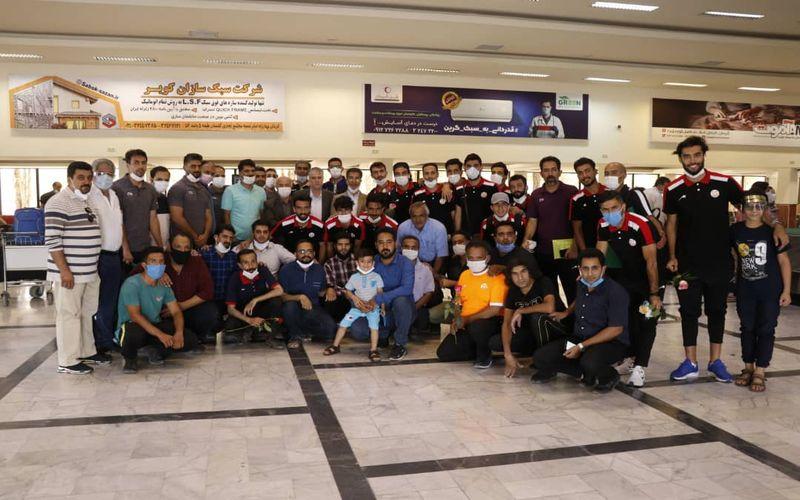 سوپرایز هواداران مس در فرودگاه کرمان برای این تیم