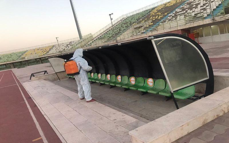 ضدعفونی و پلمپ ورزشگاه باهنر کرمان برای بازی امشب(عکس)