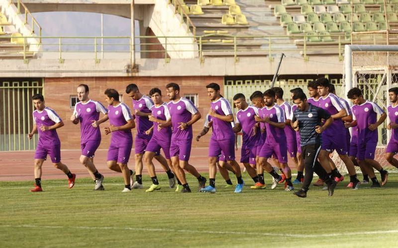 ادامه تمرینات تیم فوتبال مس در شهر کرمان(عکس)