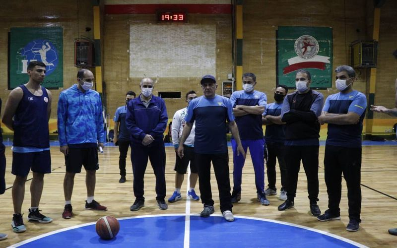 سیامک ویسی مربی سرشناس کشور در کادر فنی بسکتبال مس/تمرین با تمام توان(عکس)