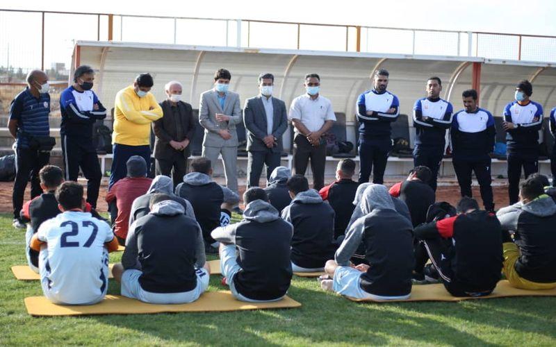 حضور سرپرست باشگاه مس کرمان در تمرینات تیم فوتبال(عکس)