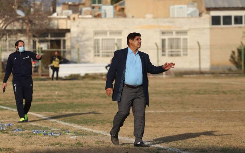 مهاجری: آقایان نمی دانند سلامتی بازیکنان الویت اول فوتبال است؟!/هم از زمین لطمه دیدیم هم از داور