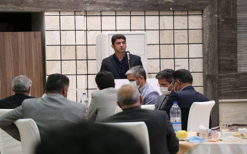 نشست صمیمانه مربیان آکادمی باشگاه مس کرمان با مدیران باشگاه(عکس)