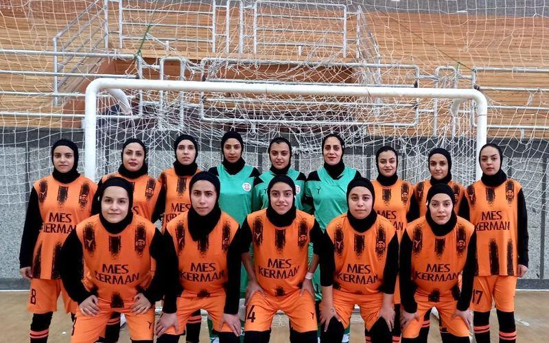 دختران فوتسالیست مس کرمان گام اول را در شیراز محکم برداشتند