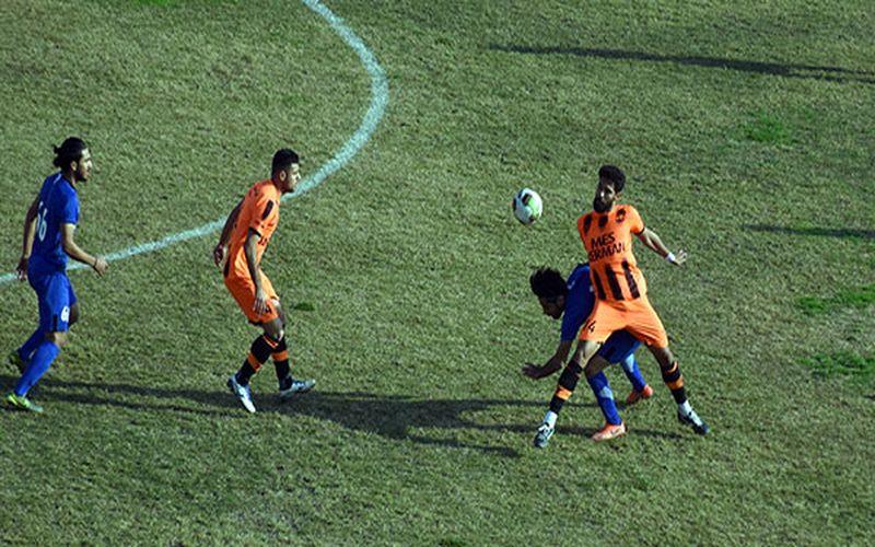 تیم فوتبال مس کرمان در بازی برابر آرمام گهر سیرجان نمی تواند از آرمان اکوان که در بازی قبل با کارت قرمز جریمه شد استفاده کند.