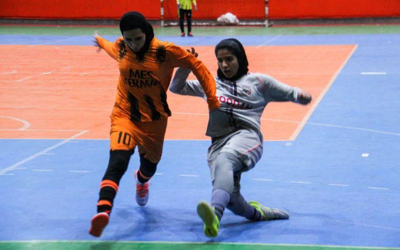 گزارش تصویری بازی فوتسال دختران مس کرمان و هیات فوتبال رودان
