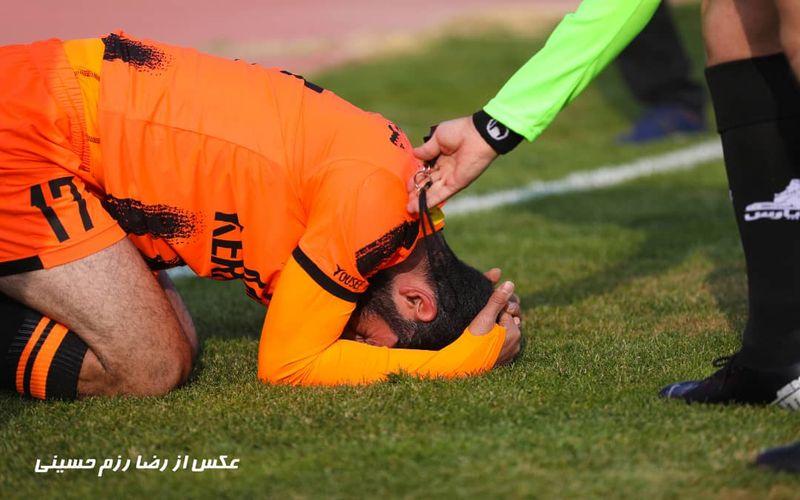 از همان ابتدای بازی مس برابر استقلال خوزستان حس عجیبی حکایت از این داشت که قرار است از آن مسابقه های نحش در کرمان ببینیم... وقتی برخلاف همیشه این میهمان بود که در کرمان بازی را خطرناک تر شروع می کرد و وقتی که مصدومیت های وحشتناک ابتدای بازی بوی مرگ ر