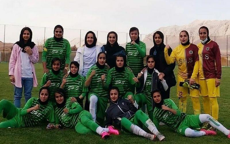 تبریک باشگاه مس کرمان به تیم فوتبال زنان شهرداری سیرجان پس از قهرمانی در لیگ برتر