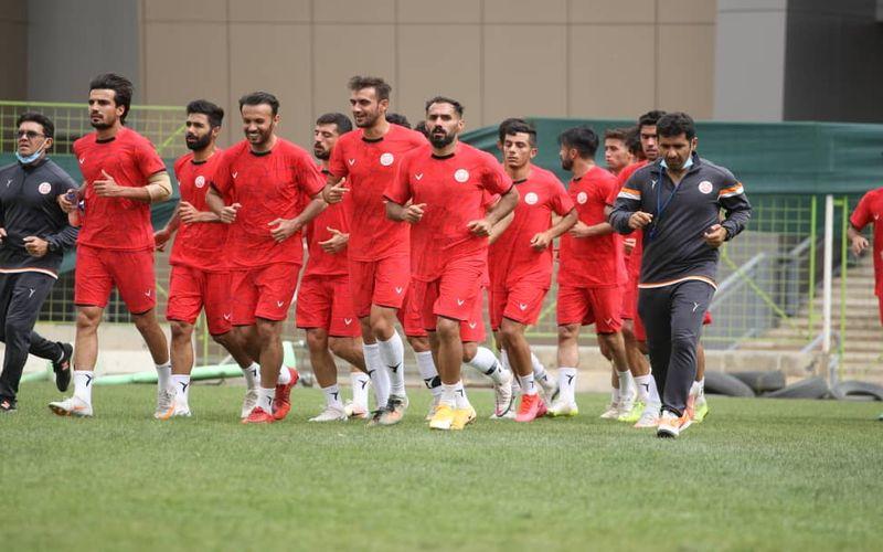 تصاویری از ادامه تمرینات تیم فوتبال مس کرمان در اردوی مشهد