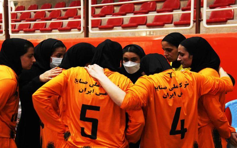 فوتسالیست های بانو مس کرمان در اولین بازی فصل در مشهد به میدان می روند